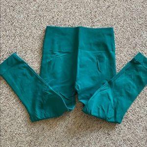 Gently worn high compression lulu crops